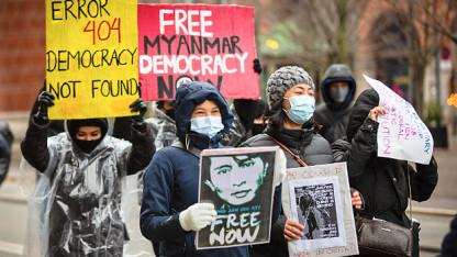 Myanmars militær tager igen magten